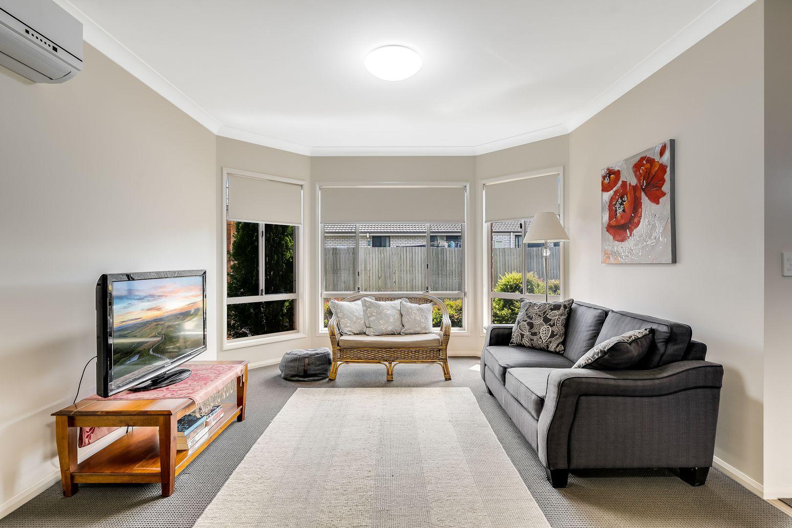 2/7 Alexander Avenue, Highfields QLD 4352, Image 1