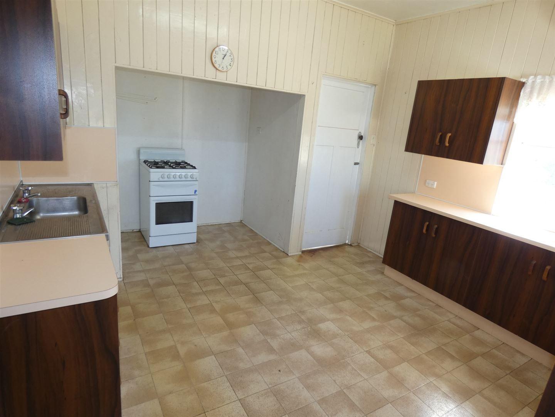 4 Dorney Street, Chinchilla QLD 4413, Image 1