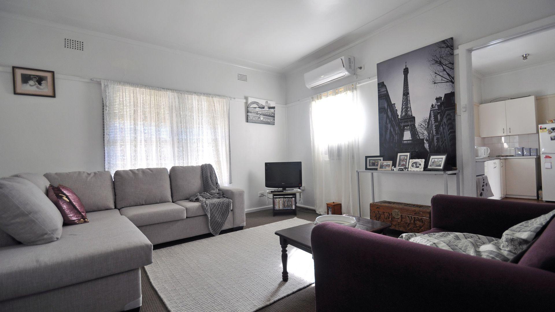 6 Robert Street, Junee NSW 2663, Image 1