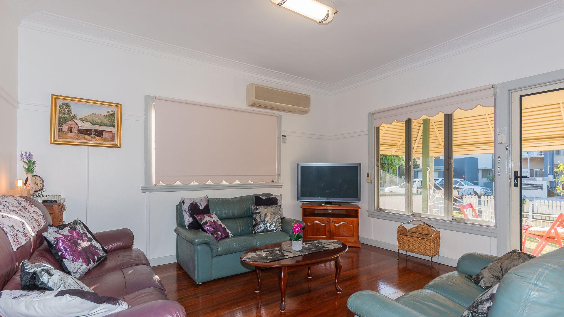 7 Jeffrey Street, Redcliffe QLD 4020, Image 2