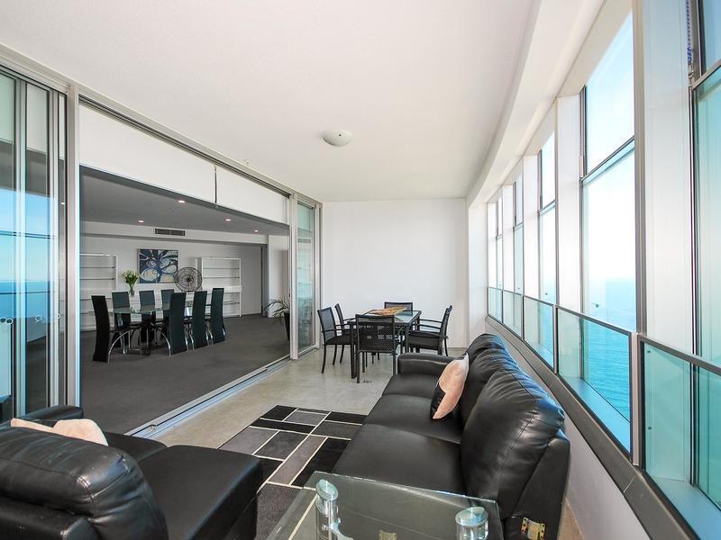 6203/9 Hamilton Avenue, Surfers Paradise QLD 4217, Image 2
