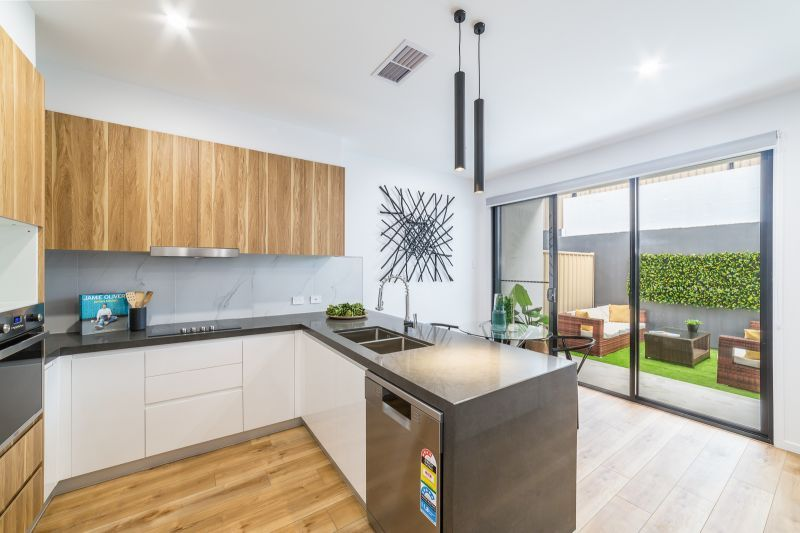 4/5 Enid Avenue, Southport QLD 4215, Image 1