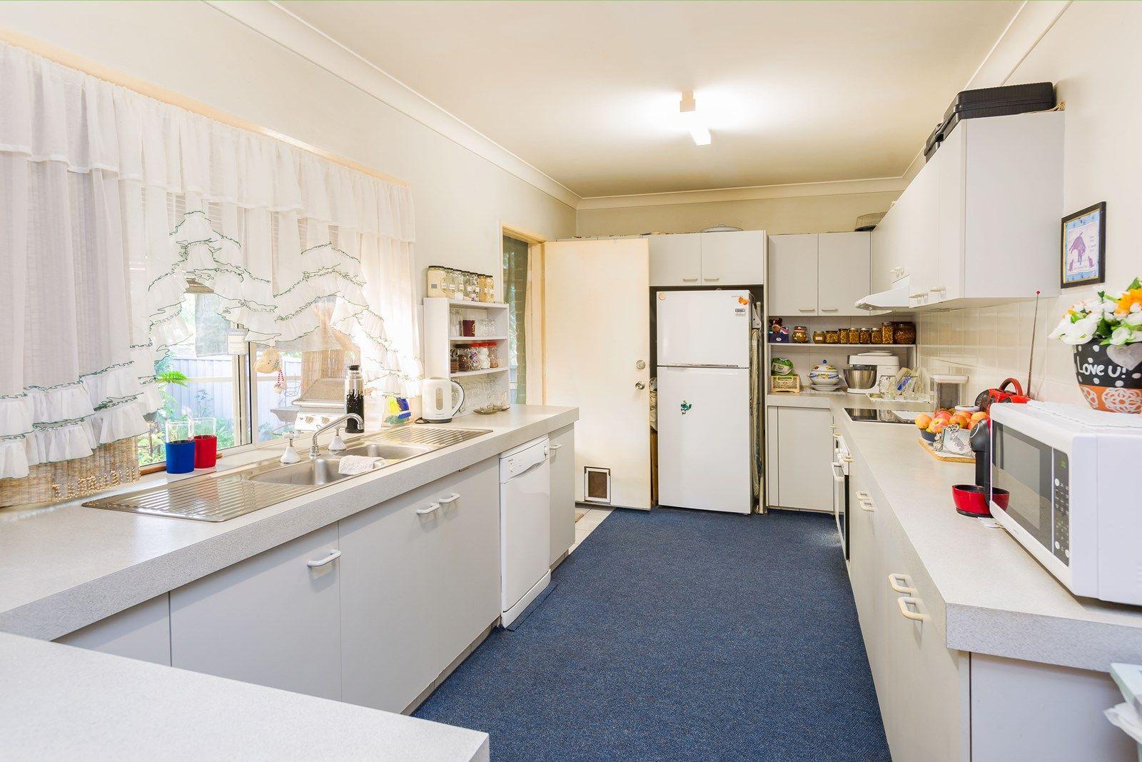 9 Essendon Close, Arundel QLD 4214, Image 2