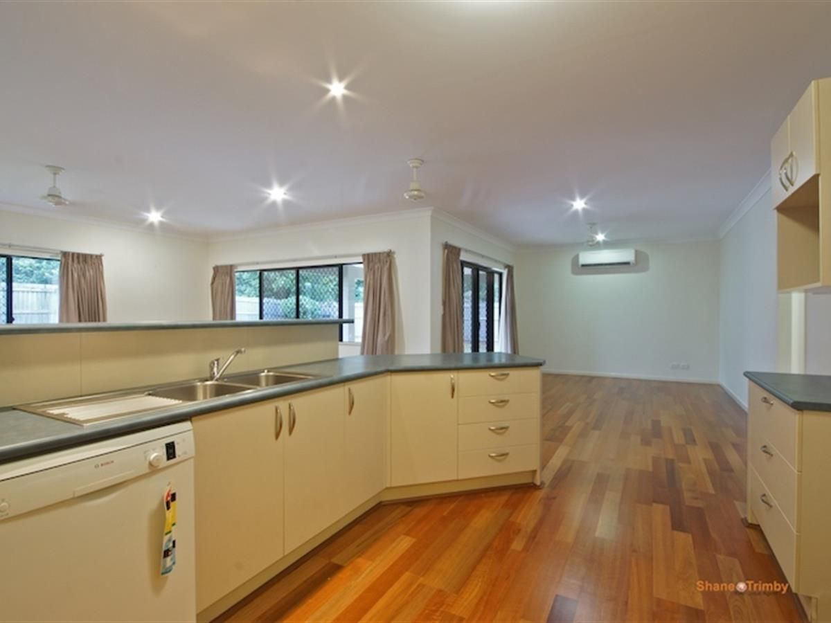 32 Tyrconnell Crescent, Redlynch QLD 4870, Image 0