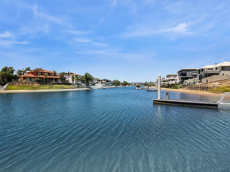 32 Lakeview Boulevard, Mermaid Waters QLD 4218, Image 2