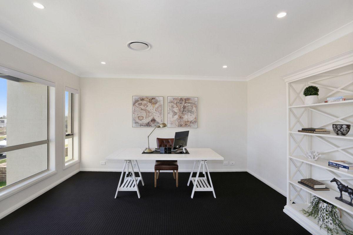110 Gledswood Hills Drive, Gledswood Hills NSW 2557, Image 2