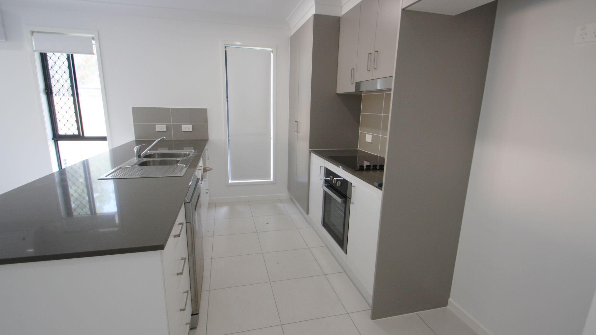 5 Fredrick Place, Park Ridge QLD 4125, Image 1