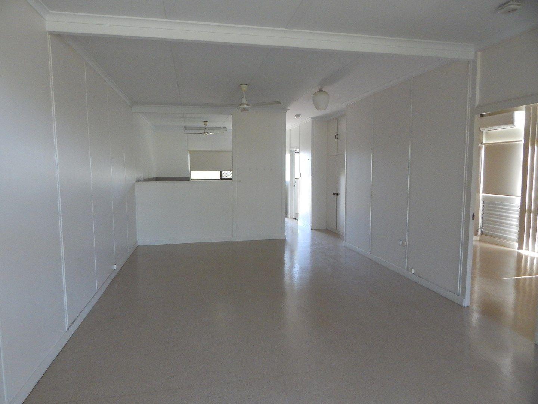 2/16 Jackson Avenue, Moranbah QLD 4744, Image 0