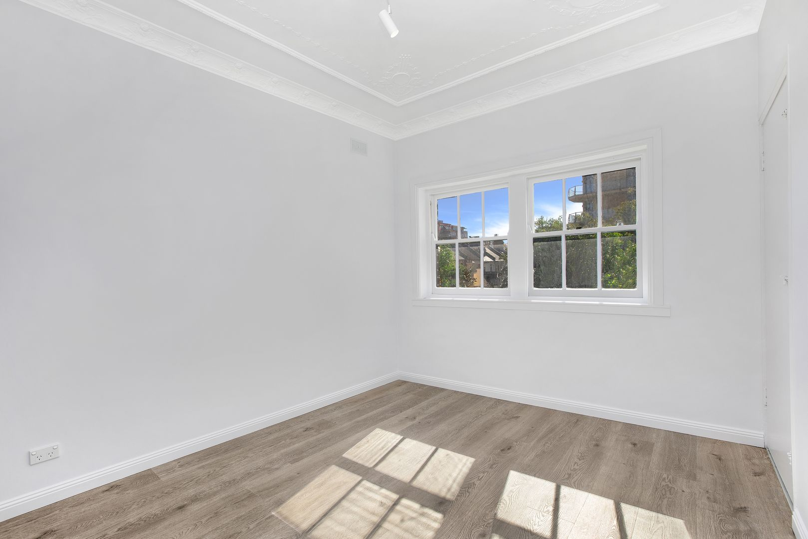 8/6-8 Hughes Street, Potts Point NSW 2011, Image 2