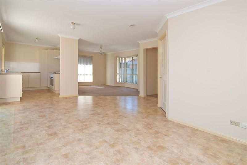5 Ku Ring Gai Close, Loganholme QLD 4129, Image 2