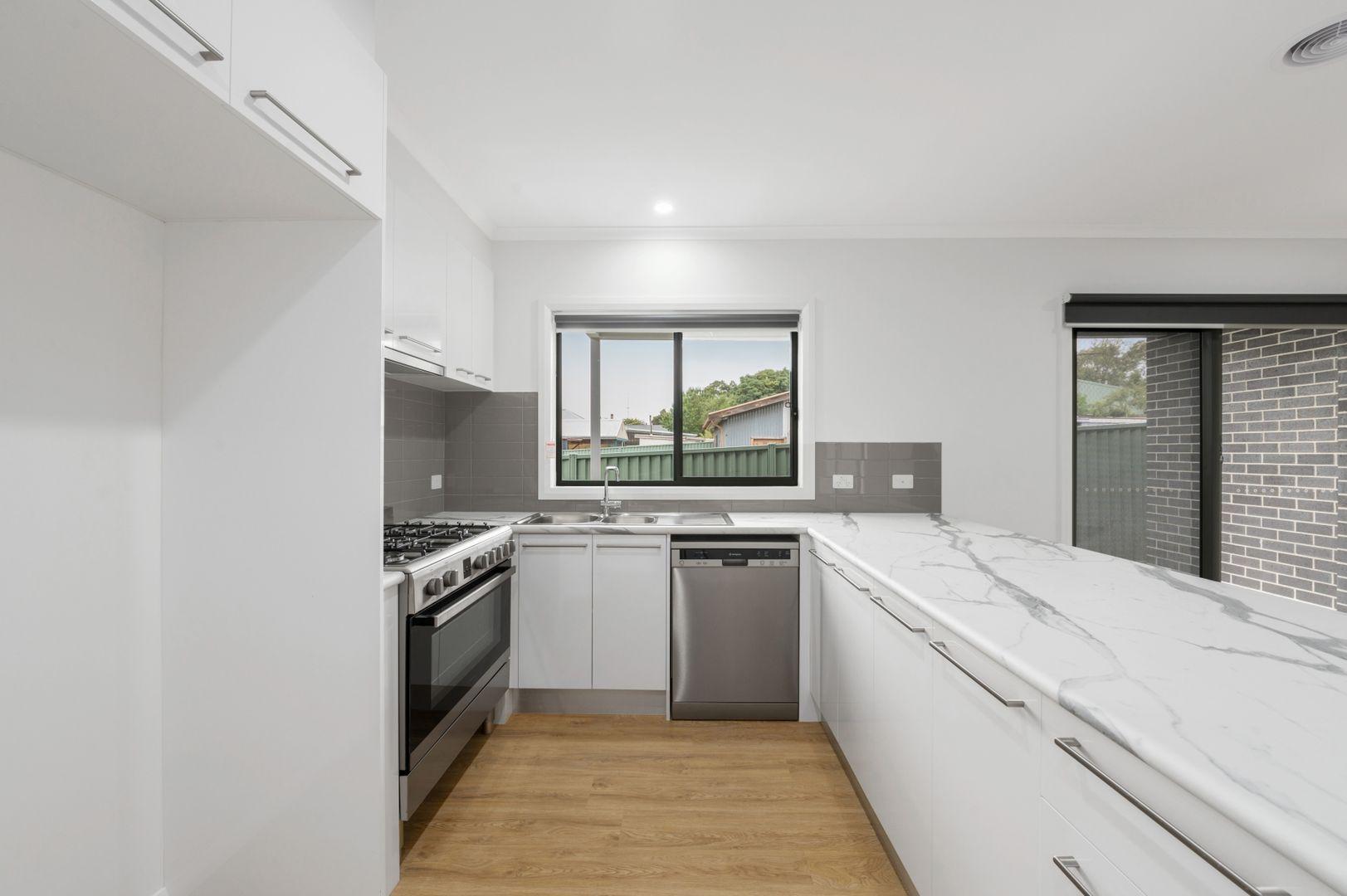 2/304 York Street, Ballarat East VIC 3350, Image 2