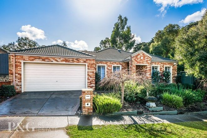 Picture of 15 Lakewood Place, BERWICK VIC 3806