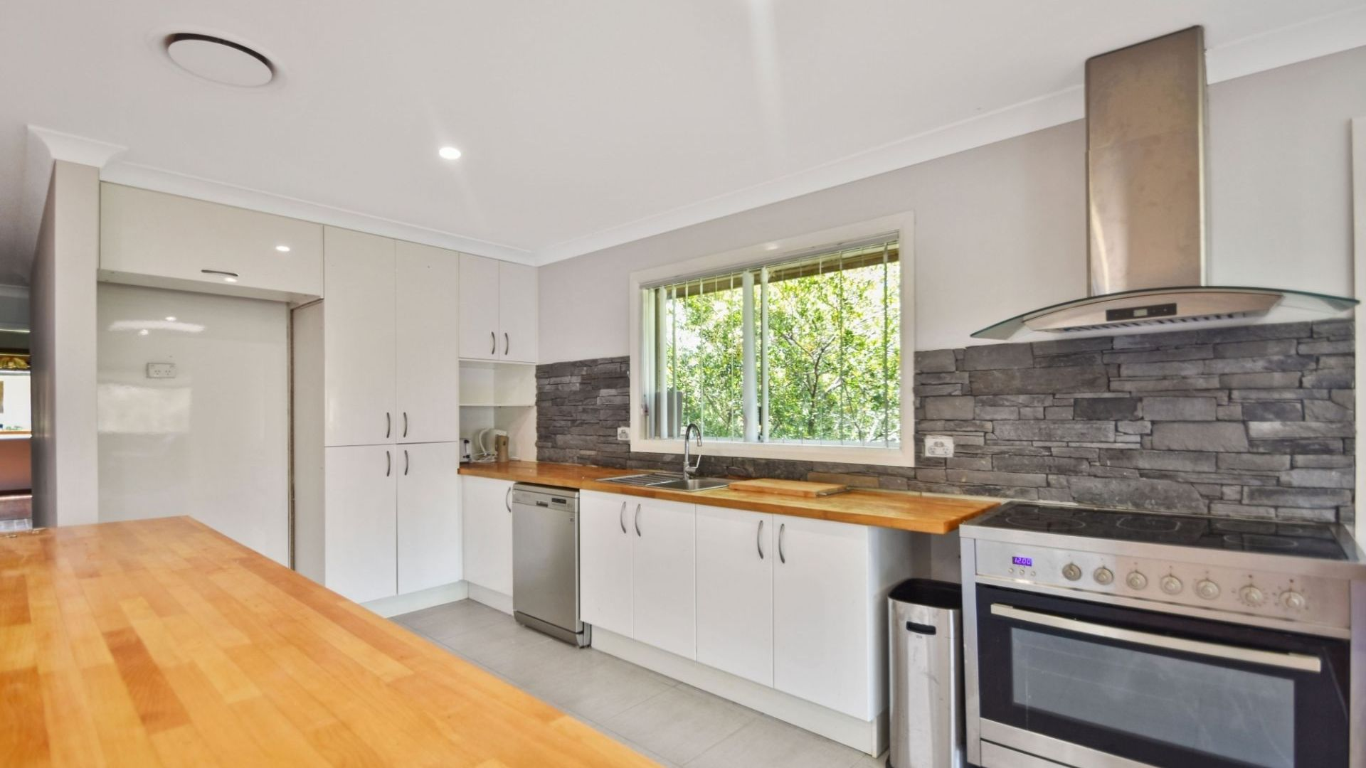 10 Pixie Avenue, Green Point NSW 2251, Image 2