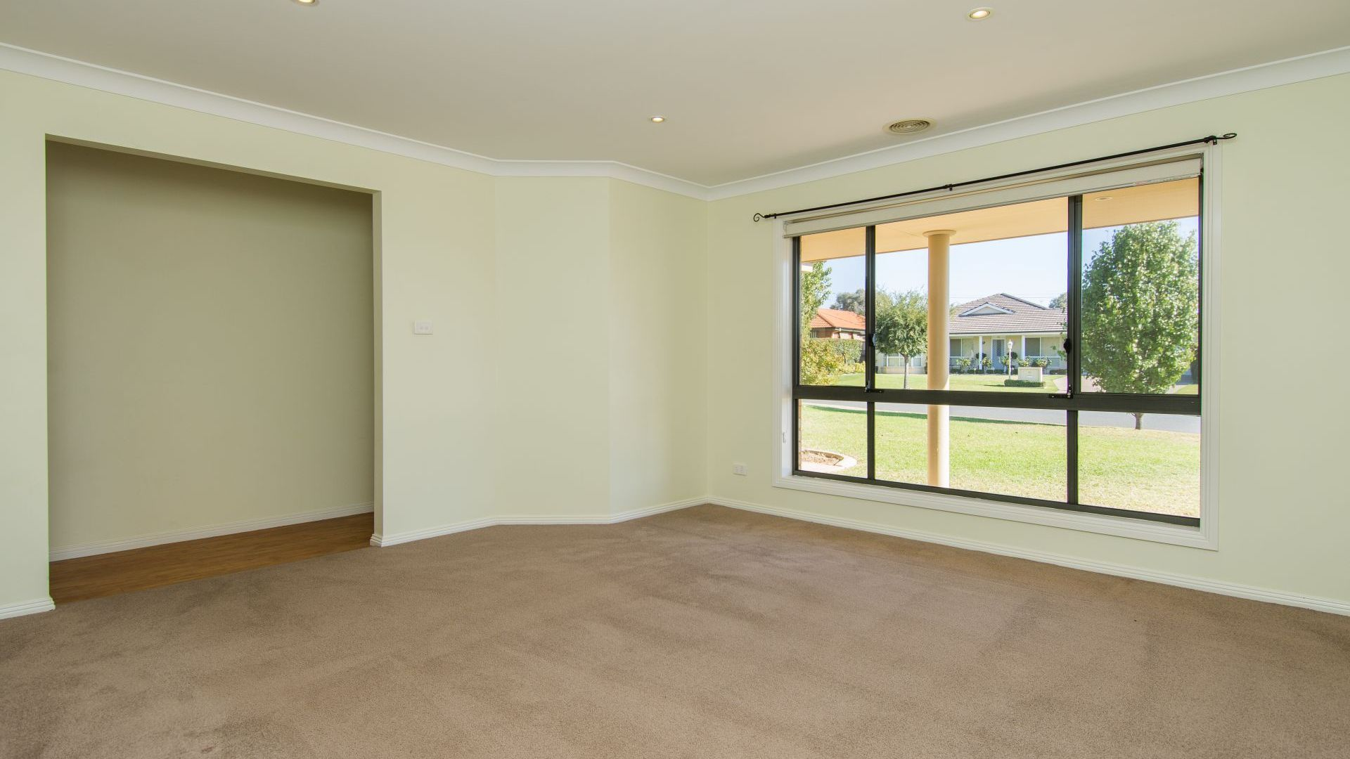 27 Paldi Crescent, Glenfield Park NSW 2650, Image 1