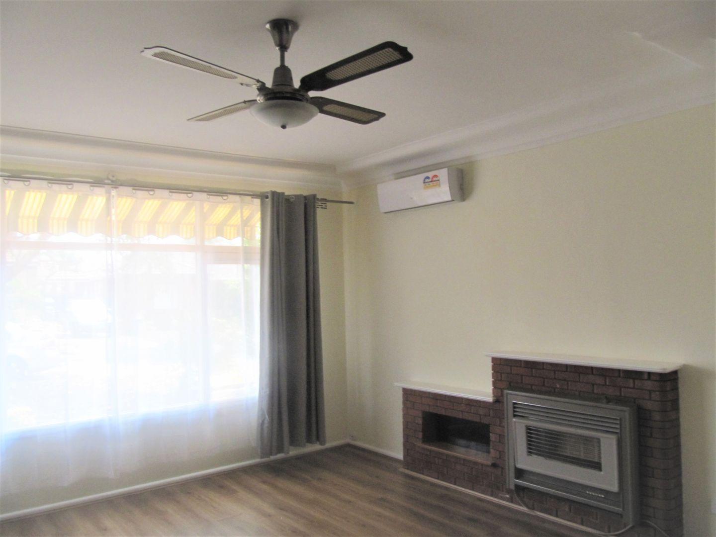 4 Whitegates Avenue, Peakhurst Heights NSW 2210, Image 2