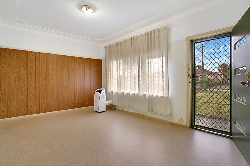 19 Phelps Crescent, Bradbury NSW 2560, Image 2