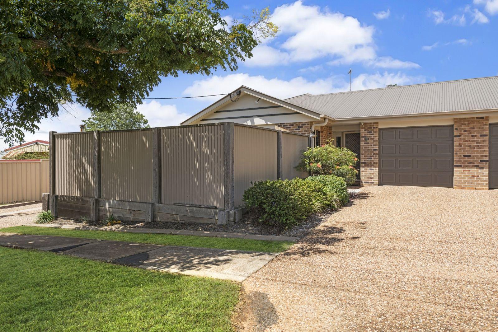 2/34 Gordon Avenue, Newtown QLD 4350, Image 1
