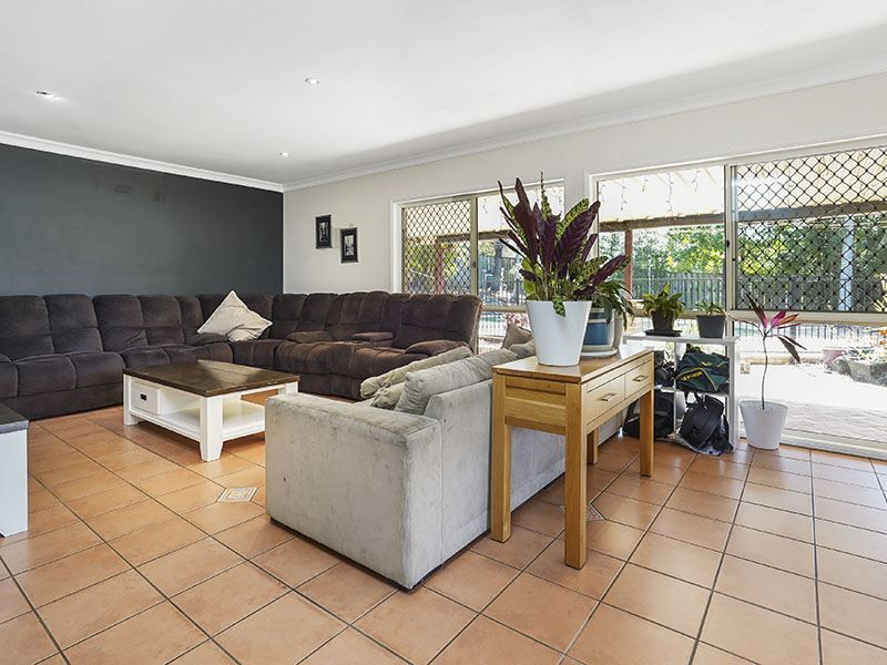 8 Haly Court, Petrie QLD 4502, Image 2
