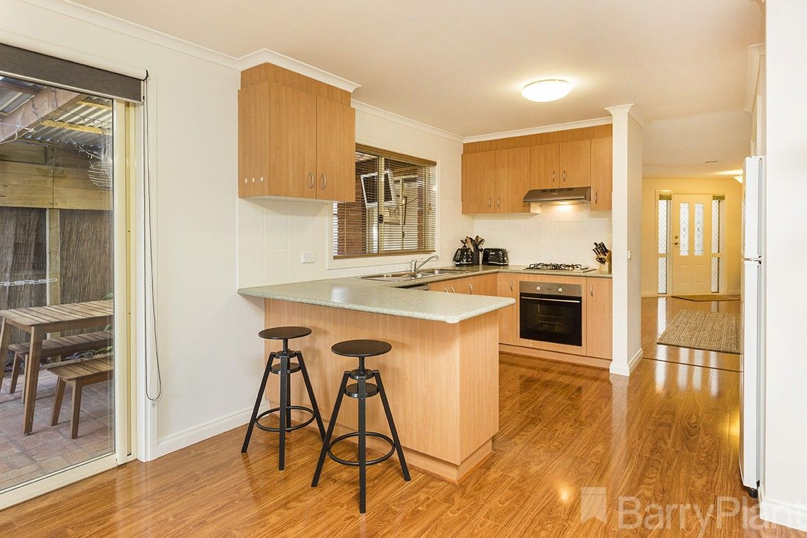 4 Lynch Court, Altona Meadows VIC 3028, Image 2