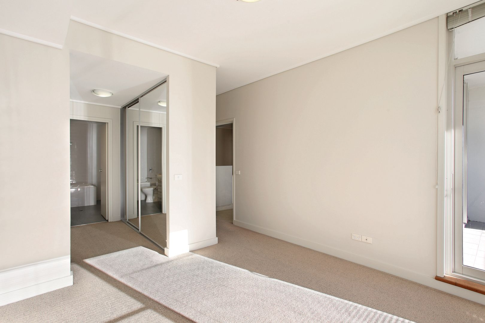 308/2 The Piazza, Wentworth Point NSW 2127, Image 2