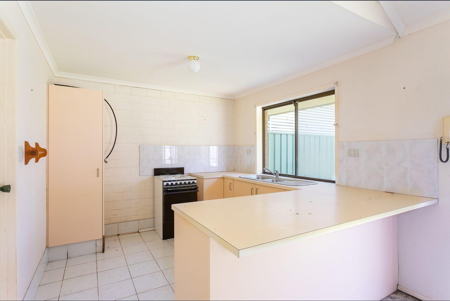 2/50 Corunna Crescent, Ashmore QLD 4214, Image 2