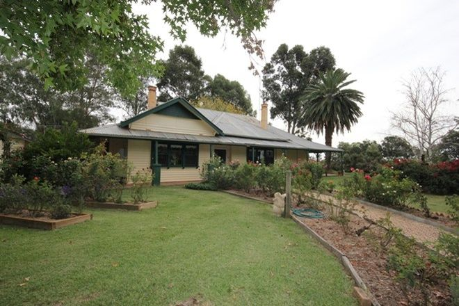 Picture of 90 Pinnucks Road, STRATHMERTON VIC 3641