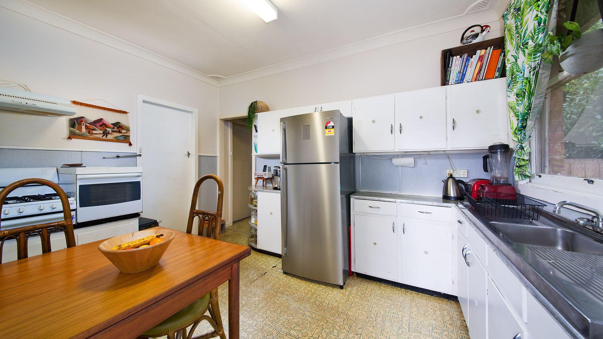 3 Irvine Avenue, Blackheath NSW 2785, Image 2
