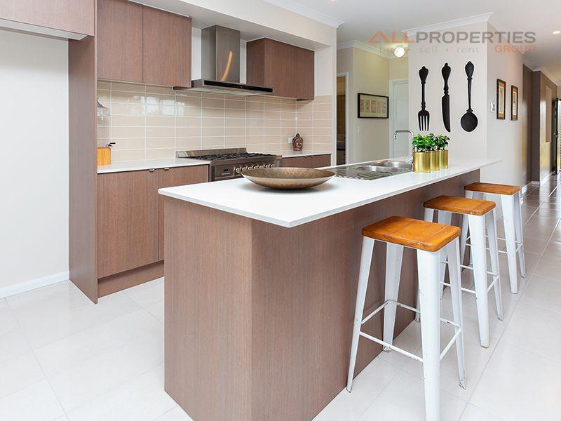 8 Rise Place, Heathwood QLD 4110, Image 2