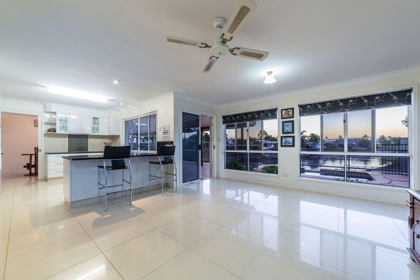 4 Saxonvale Terrace, Mermaid Waters QLD 4218, Image 2