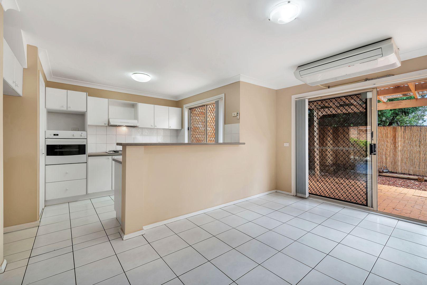 8/15-18 Dalton Place, Fairfield West NSW 2165, Image 2