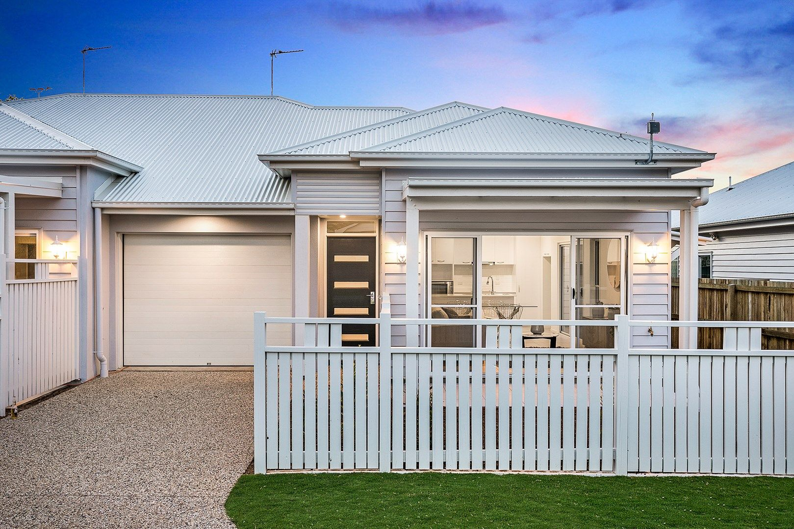 1&2/11 Roberts Street, South Toowoomba QLD 4350, Image 0