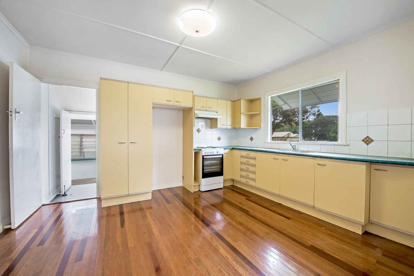 67 GRIFFITH ROAD, Scarborough QLD 4020, Image 2