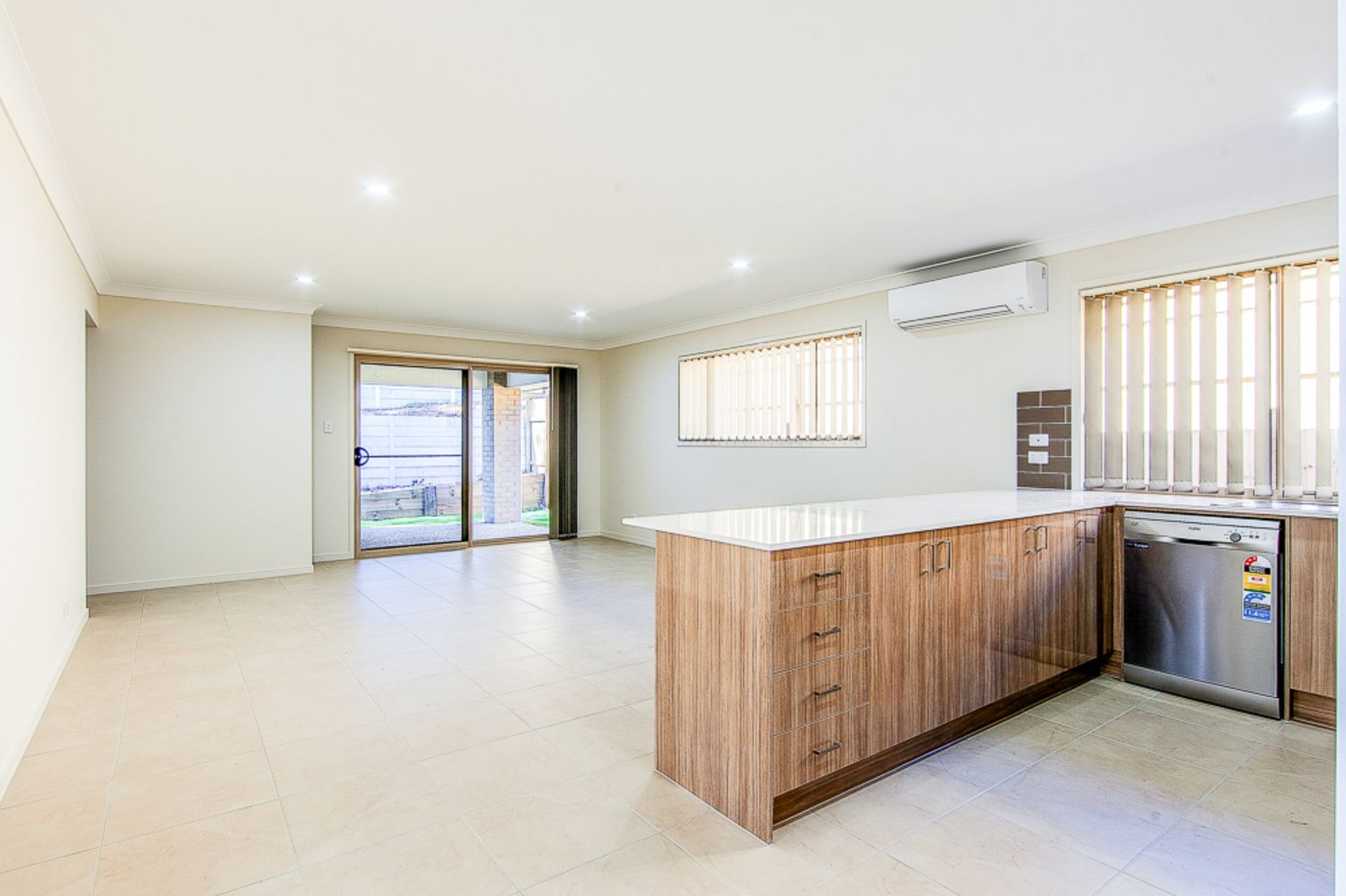 4 Clermont Street, Holmview QLD 4207, Image 2