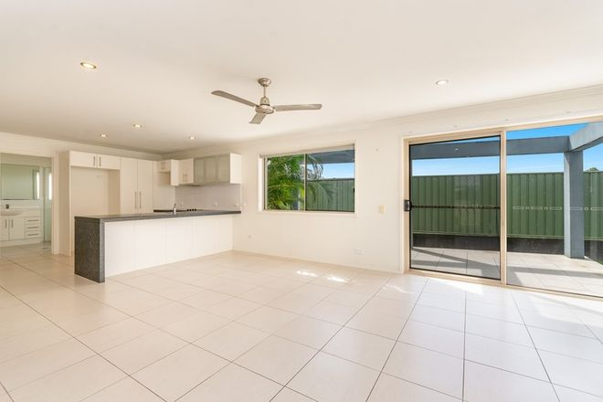 Picture of 4/32 Park Avenue, YAMBA NSW 2464