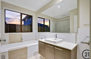 Picture of 98 Treeve Parkway, Werribee VIC 3030