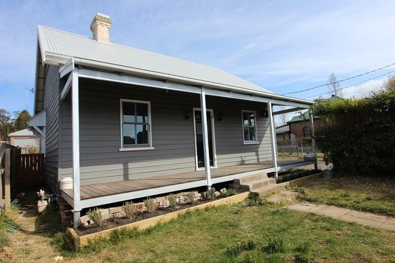 33 Spring Street, Moss Vale NSW 2577, Image 1
