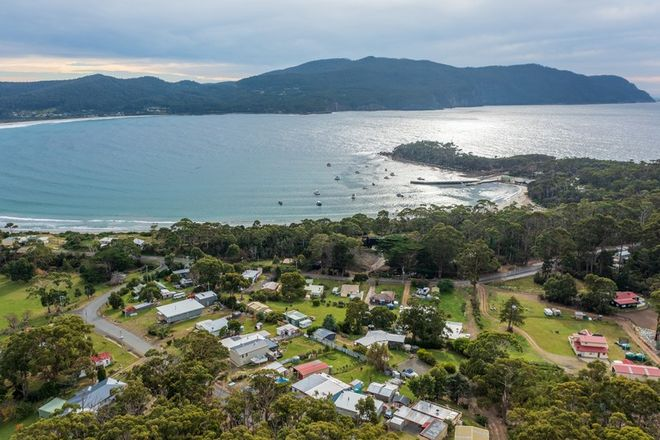 Picture of 27 Tasmans Arch Road, EAGLEHAWK NECK TAS 7179