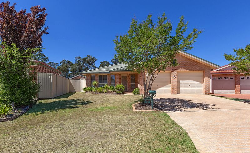 8 Woolmers Court, Wattle Grove NSW 2173, Image 0
