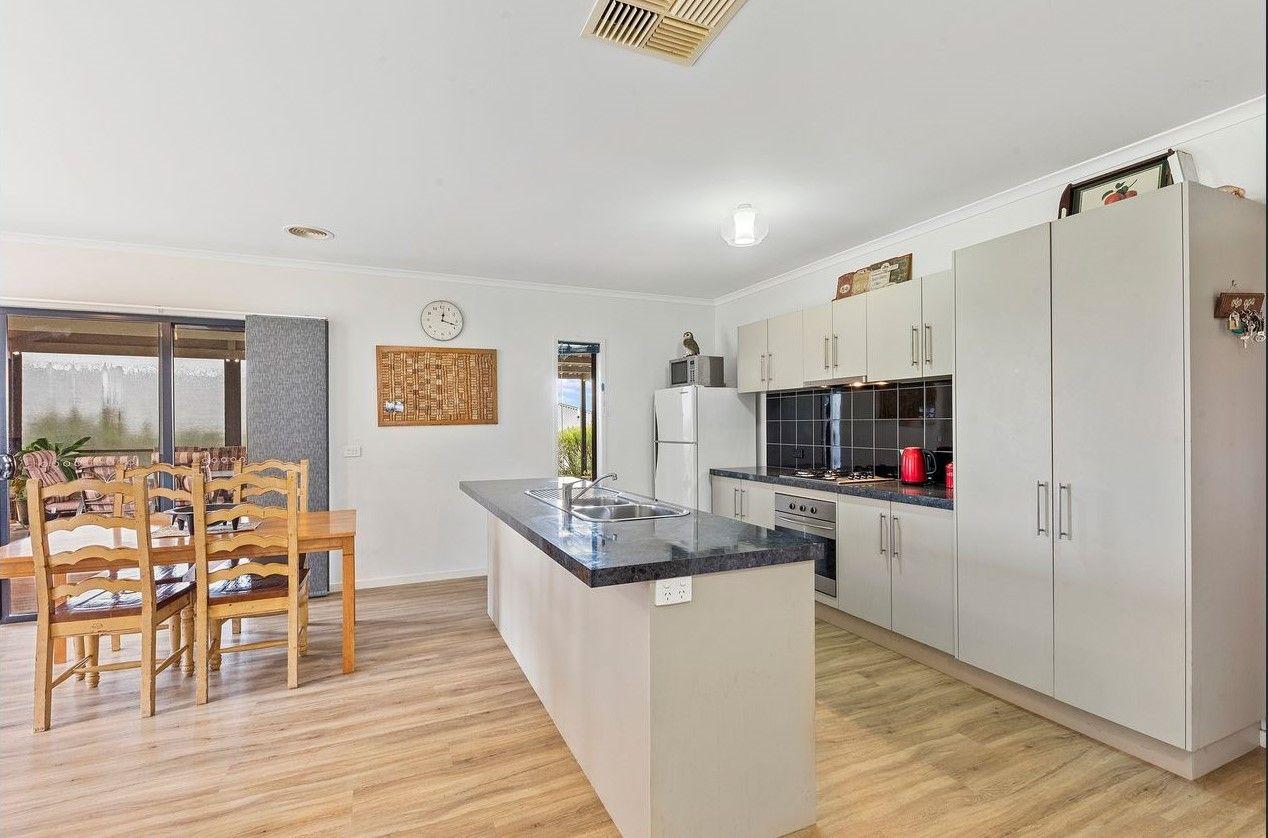 17 Irrabella Place, Kangaroo Flat VIC 3555, Image 1