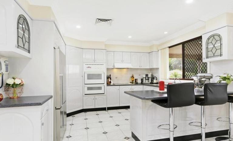 6 Christie Street, Prairiewood NSW 2176, Image 2