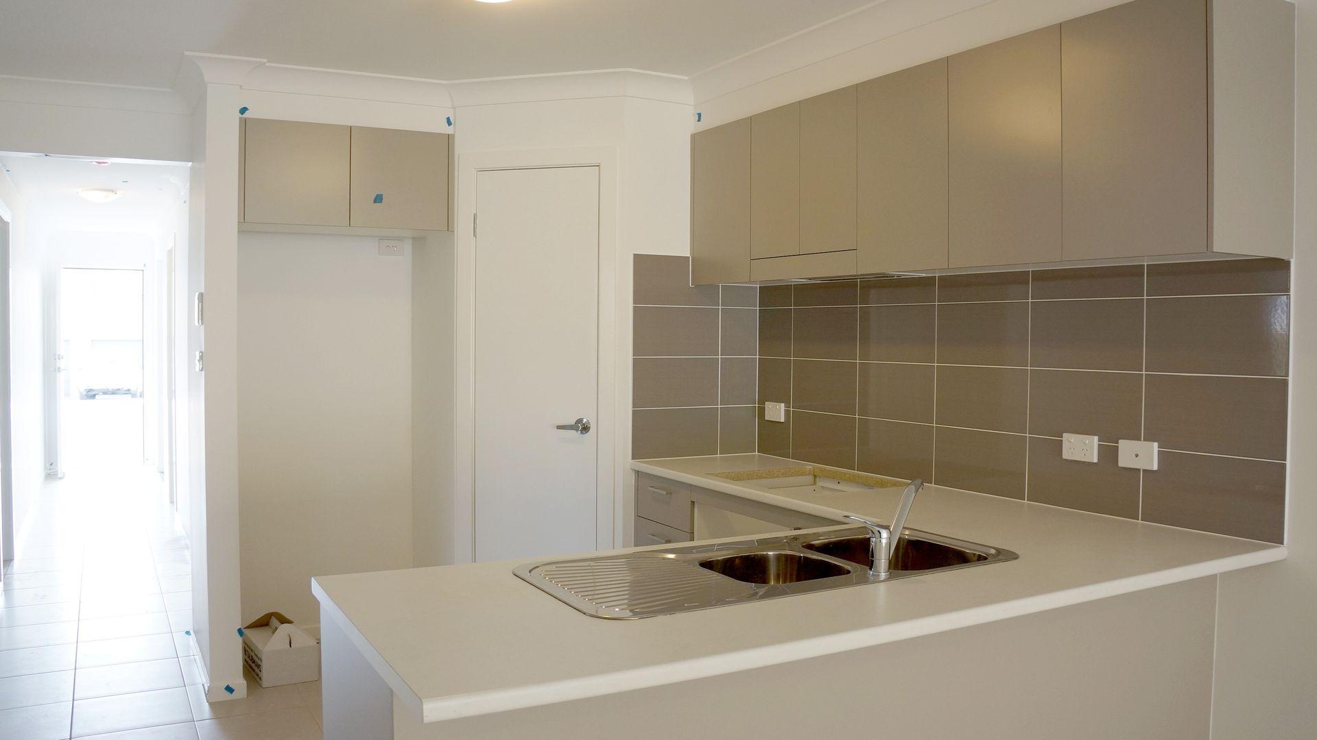 115 Ingleburn Gardens Drive, Bardia NSW 2565, Image 2