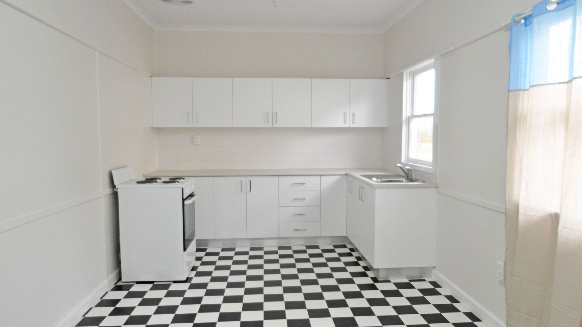 9 Robert Street, Junee NSW 2663, Image 1