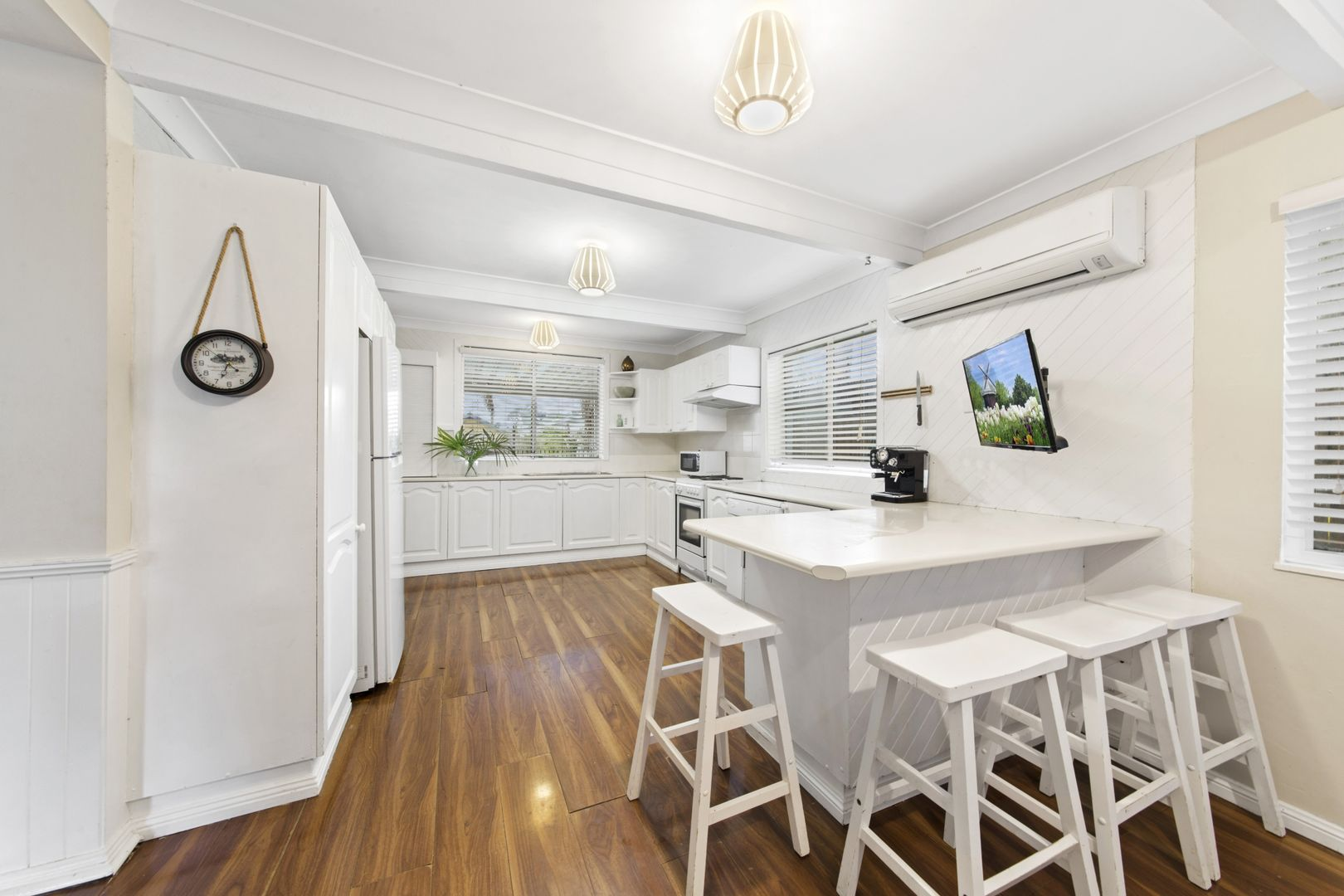 77 Dorothy Avenue, Woy Woy NSW 2256, Image 2
