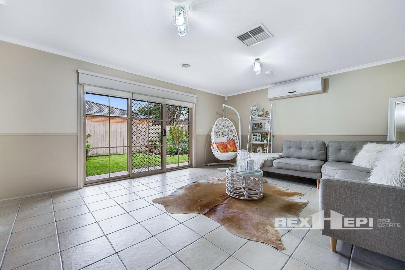 51 Parkwood Avenue, Narre Warren South VIC 3805, Image 2