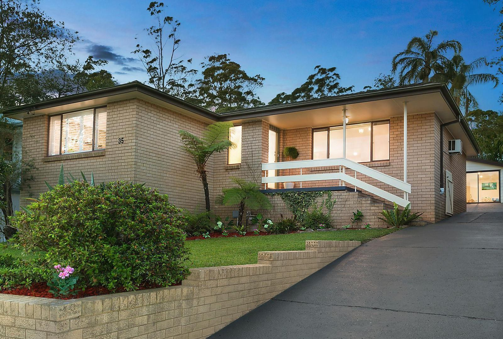 35 Elaine Avenue, Berkeley Vale NSW 2261, Image 2