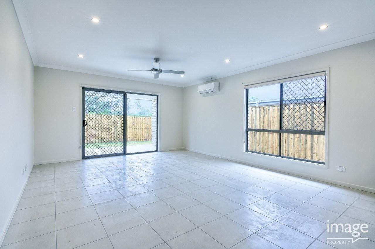 24 Frederick Place, Park Ridge QLD 4125, Image 2