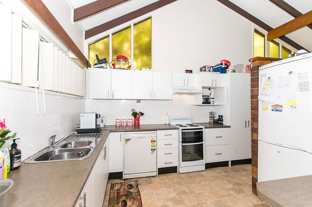 2 Ashburton Street, Chapel Hill QLD 4069, Image 2
