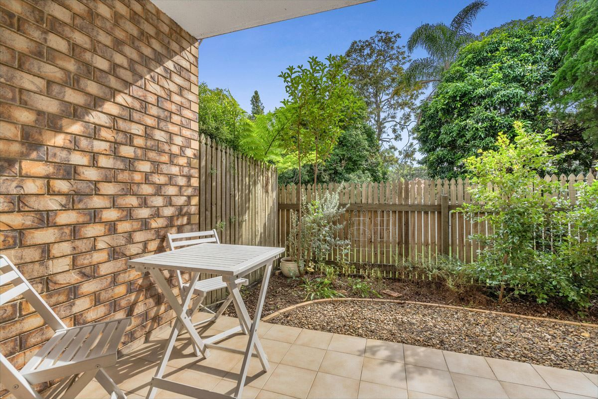 2/31 Crown Street, Holland Park West QLD 4121, Image 2