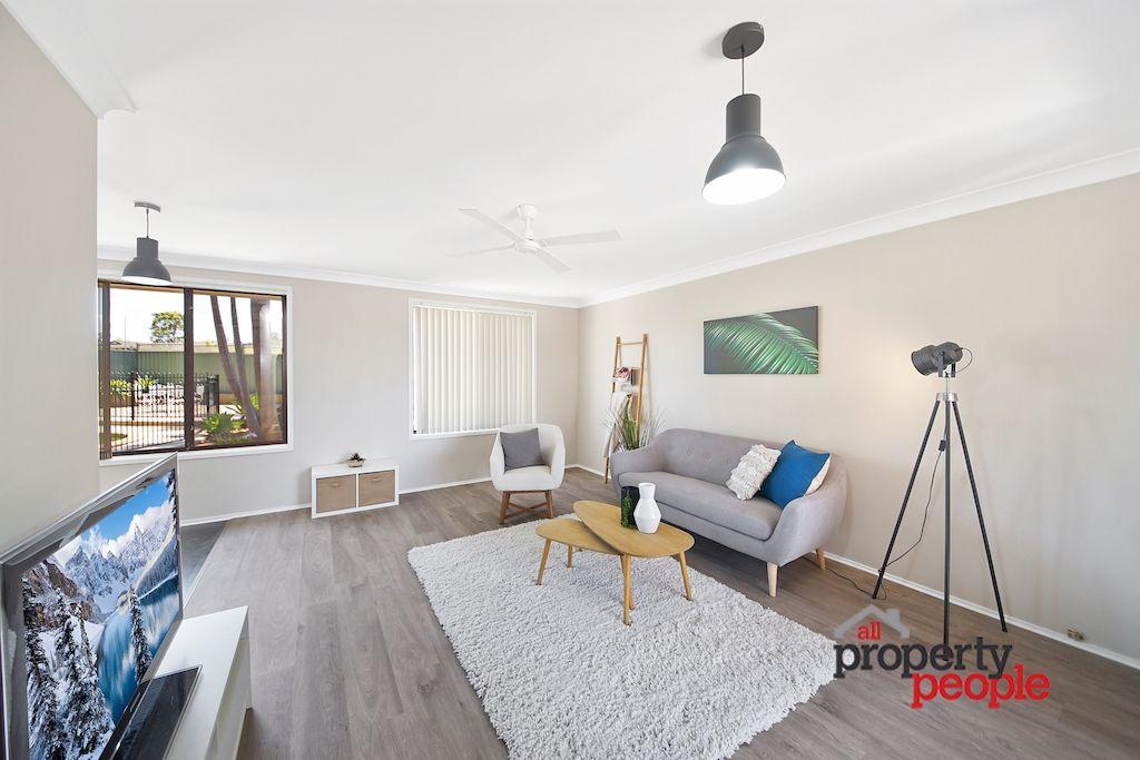 11 Bramble Place, Macquarie Fields NSW 2564, Image 1