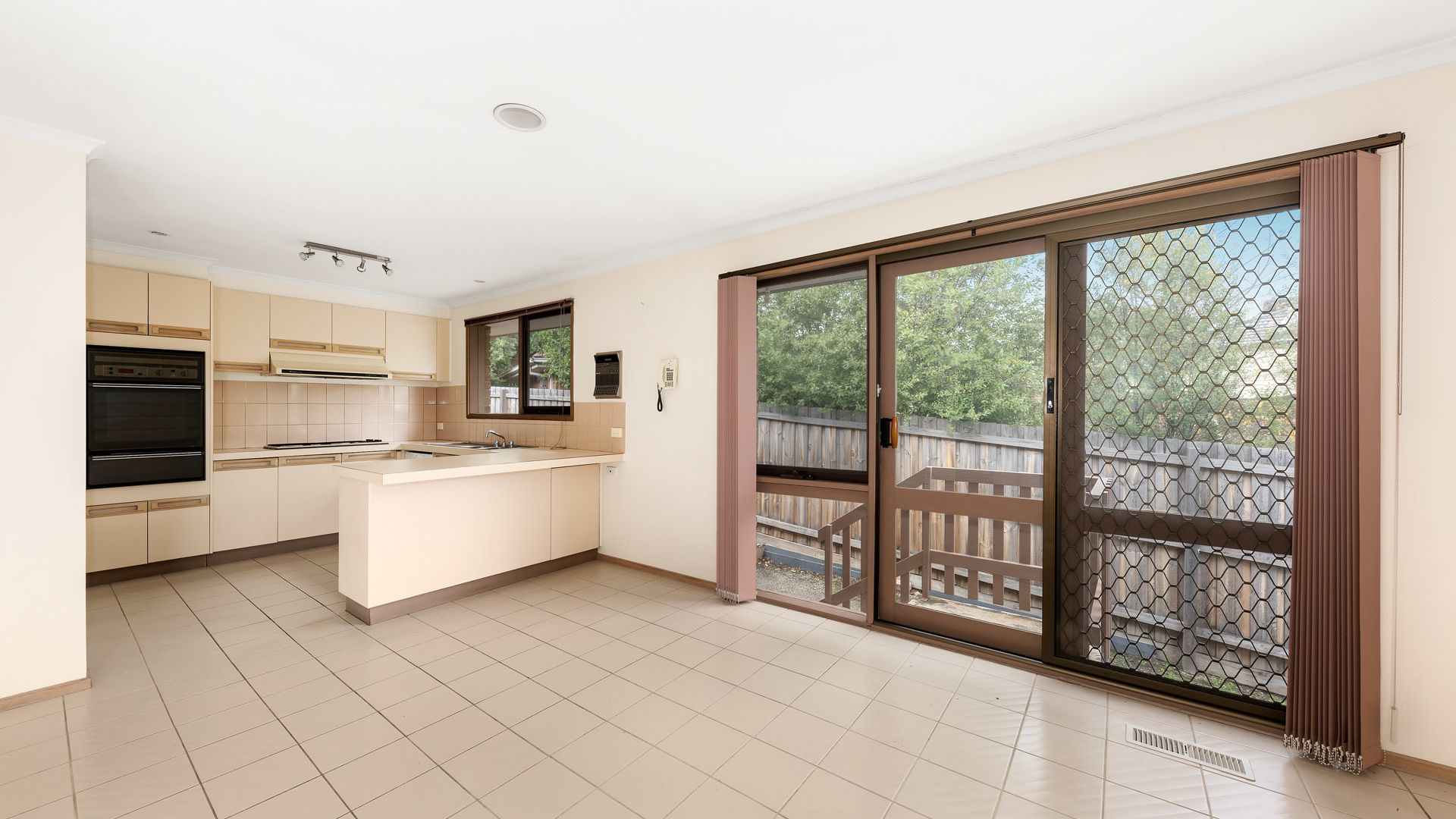 1/5 County Close, Wheelers Hill VIC 3150, Image 2
